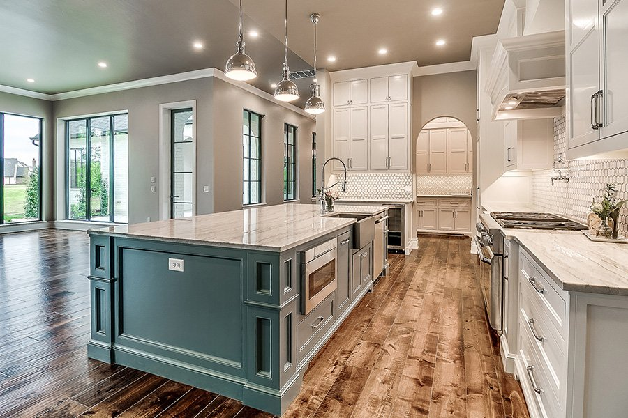 Open floor plan kitchen trends in Edmond new home builds