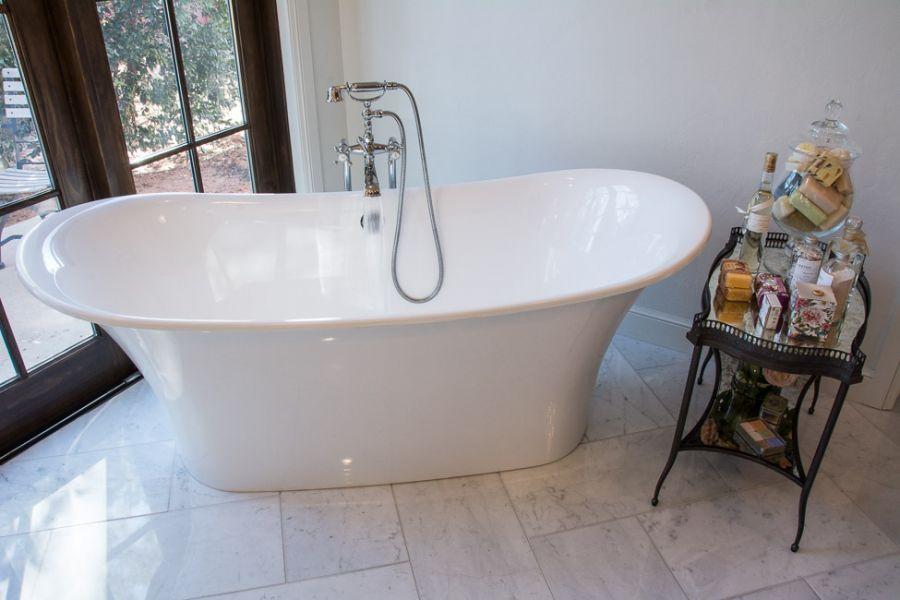 Master Bathroom Large Soaking Tub