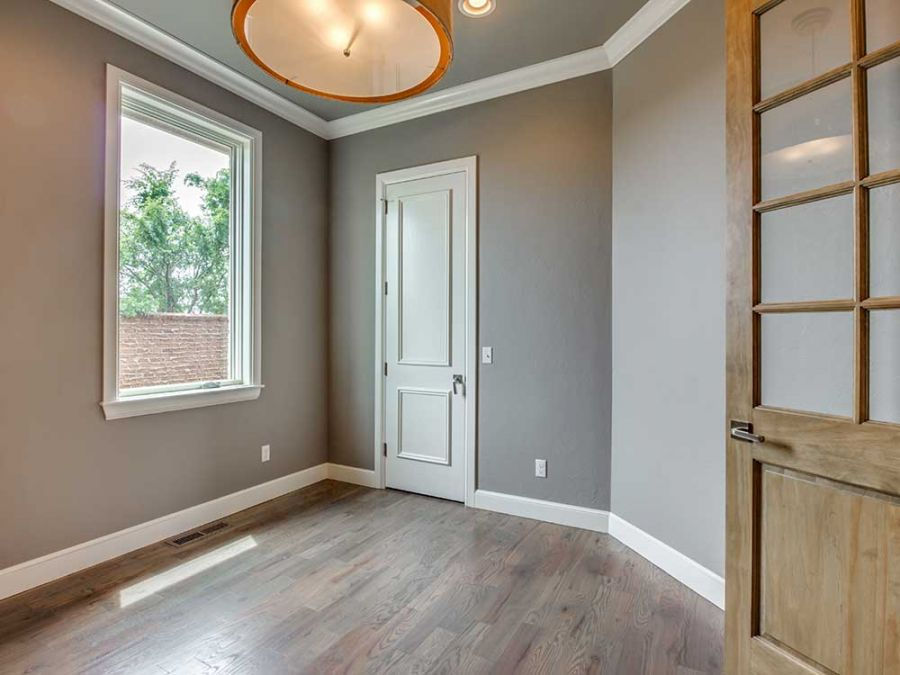 Entry room with plenty of space to create the prefect place to unload when you get home.